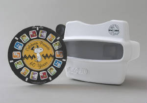 Comic-Con/PEANUTS_2010_Exclusive__Limited_Edition_View-Master.jpg