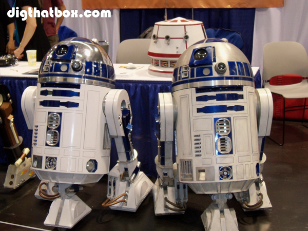 Comic-Con/WonderCon_R2-D2_Club.JPG
