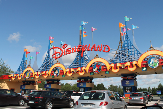 Movies/Disneyland-gates.jpg