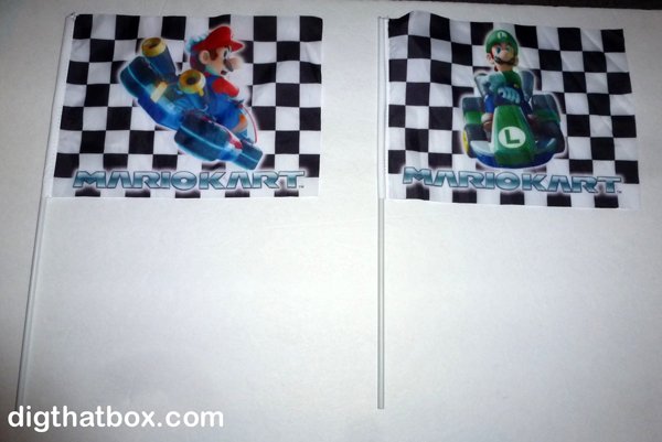 [Jeu] Association d'images - Page 2 Mario_Kart_Mario___Luigi_Race_Flags